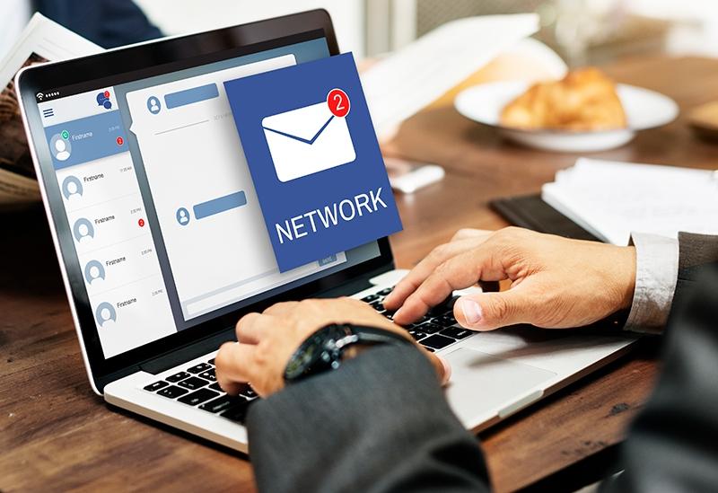 E-mailing Casablanca
